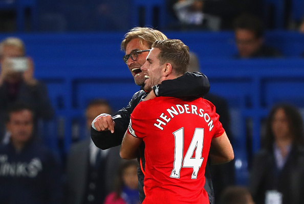 LONDON, ENGLAND - SEPTEMBER 16: Jurgen Klopp, Manager of Liverpool and Jordan Henderson of Liverpool celebrate victory in the Premier League match between Chelsea and Liverpool at Stamford Bridge on September 16, 2016 in London, England. (Photo by Clive Rose/Getty Images)